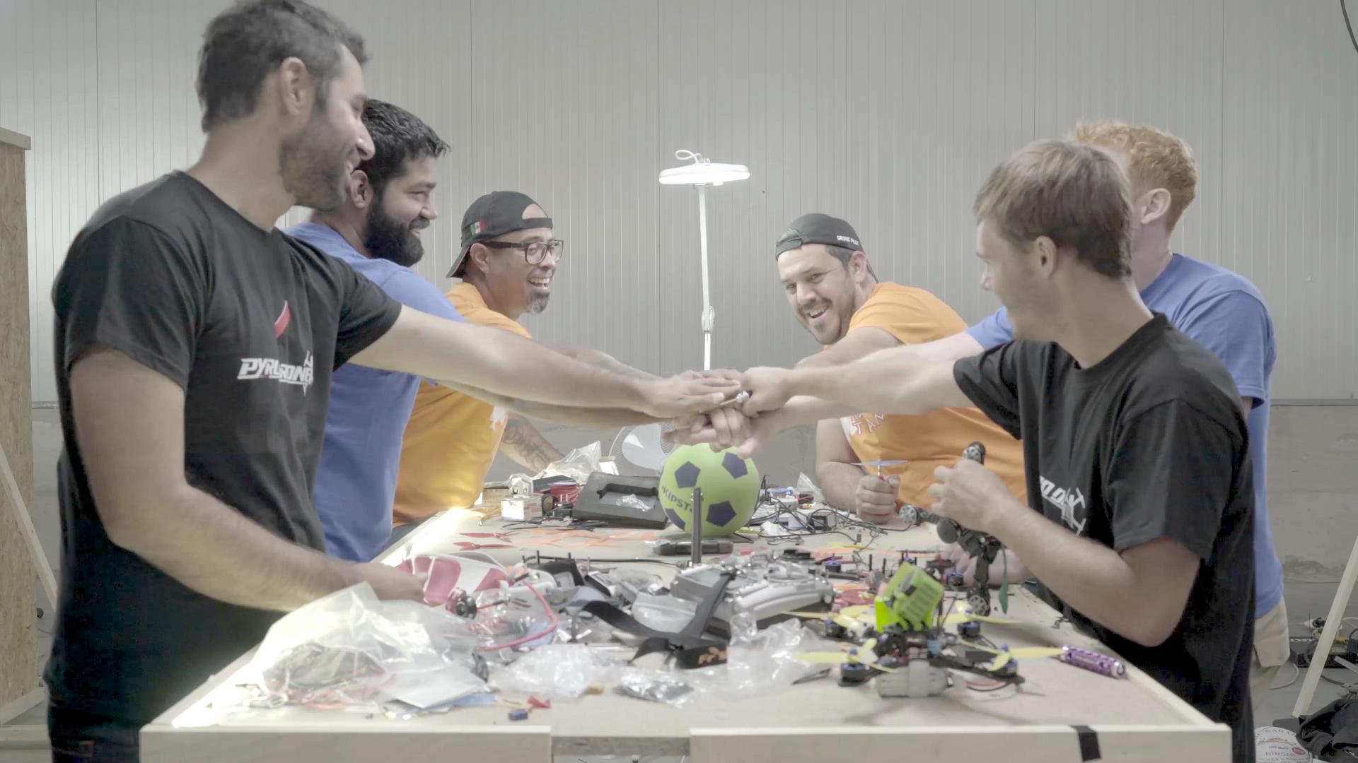 """Umiejętności, wiedza i doświadczenie w emocjonującym pojedynku - """"Wojny dronów"""" w grudniu na kanale National Geographic"""