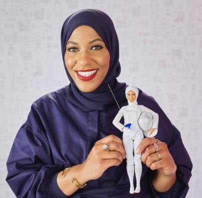 Barbie® wyróżnia Ibtihaj Muhammad wyjątkową lalką na gali Kobiety Roku magazynu Glamour