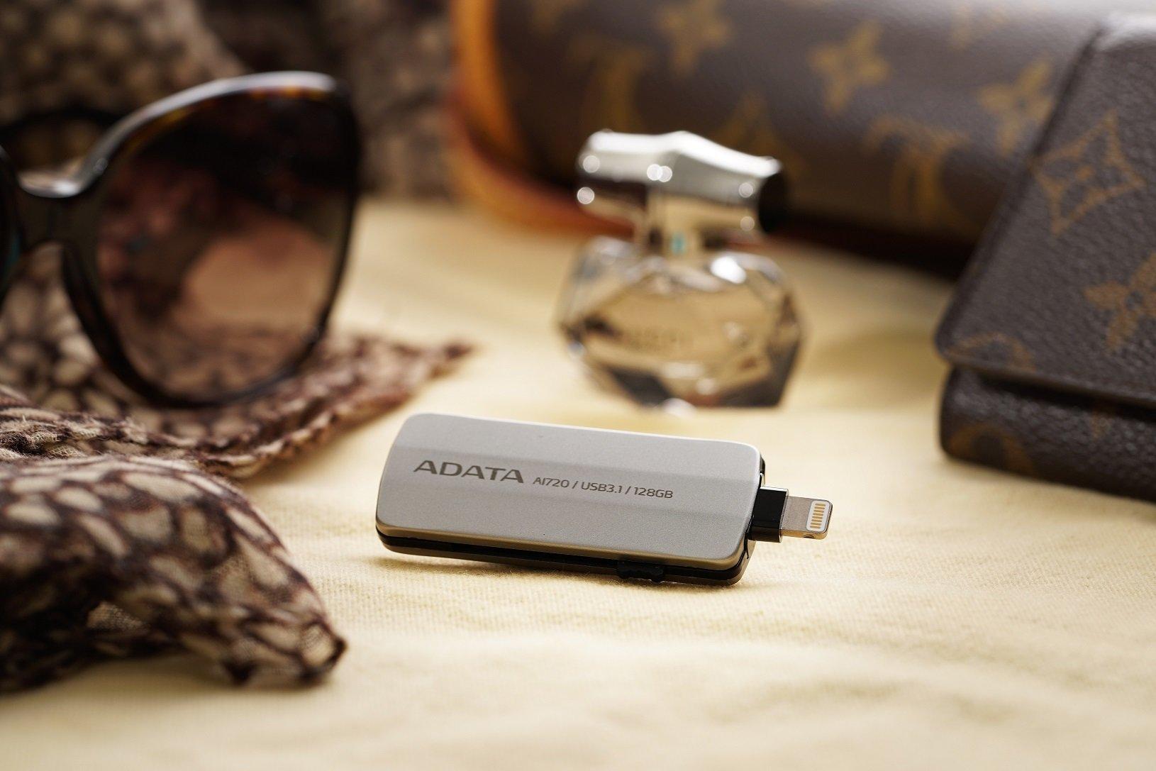 ADATA i-Memory AI720 – stylowy pendrive ze zintegrowanym złączem Lightning i USB 3.1