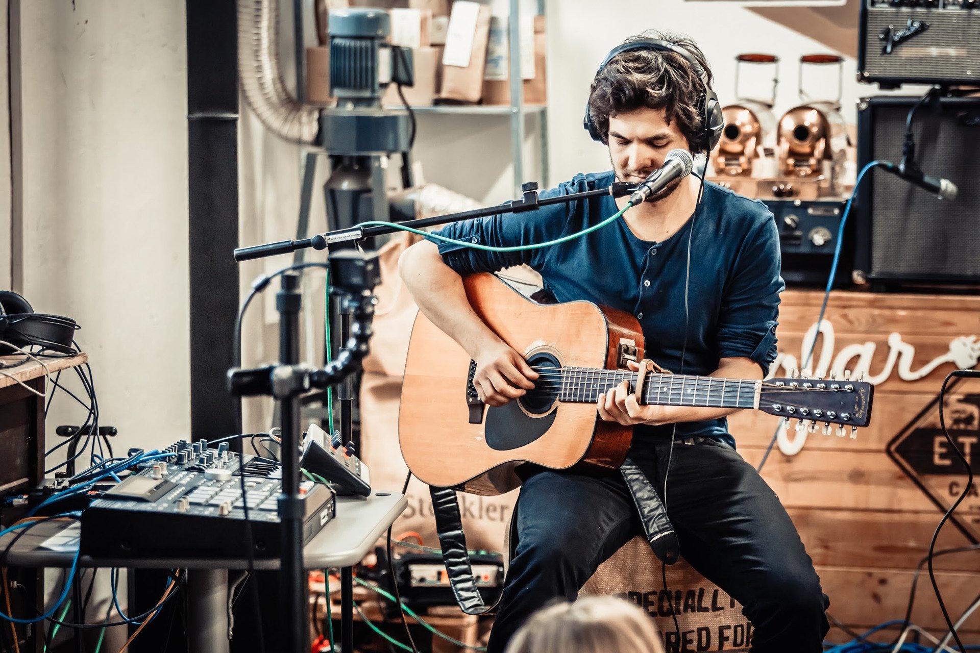 Urodzinowy koncert Sofar Sounds w palarni Etno Cafe