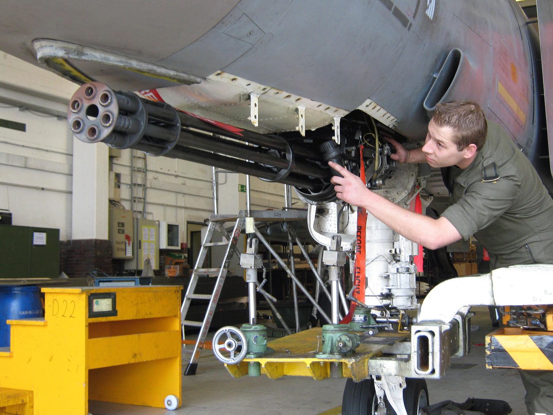 """Rozpoznawcze, bombowe, myśliwskie - """"Samoloty bojowe"""" w lutym na kanale National Geographic"""