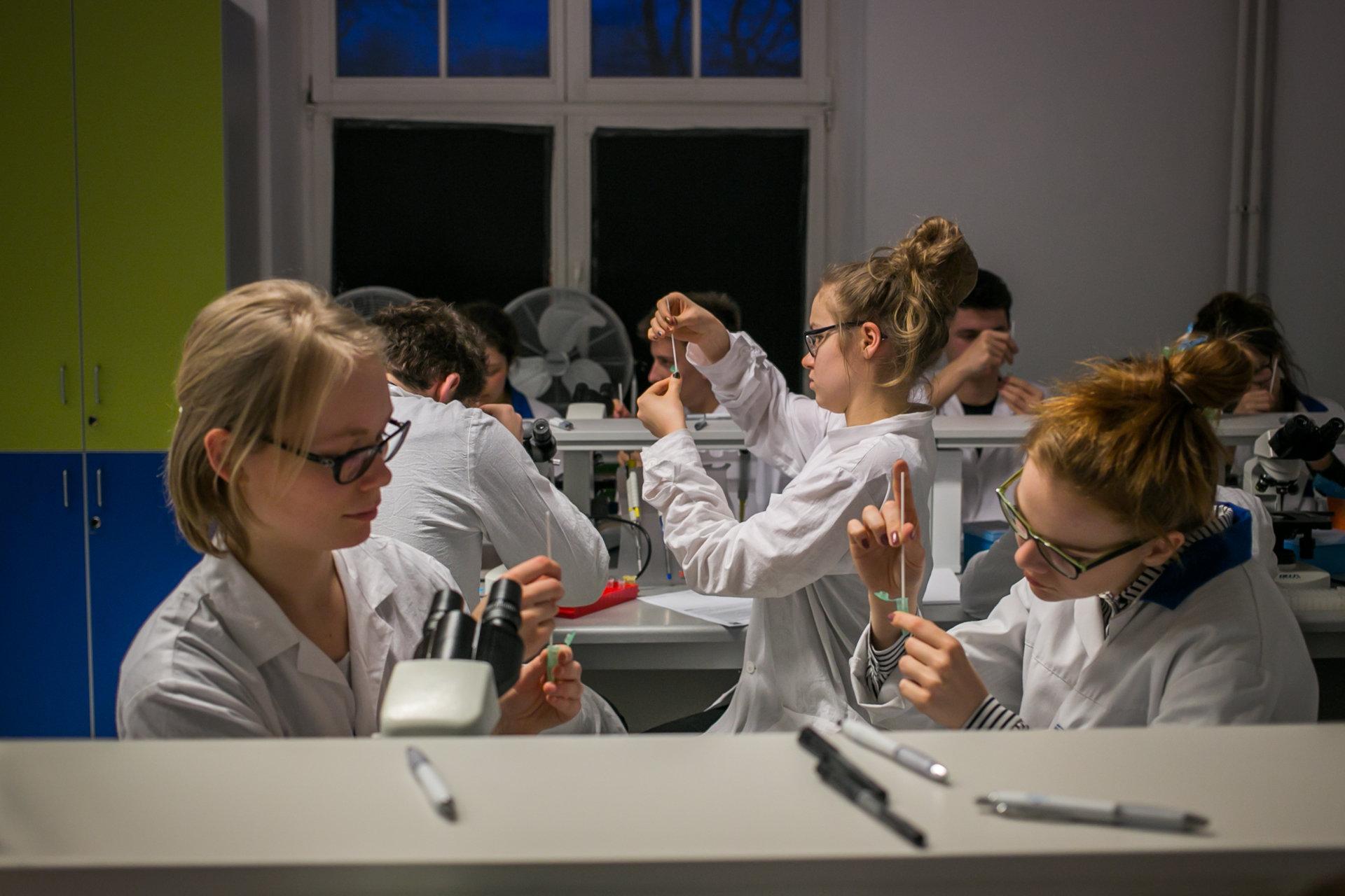 Ruszają zapisy na warsztaty naukowe dla uczniów na Politechnice Warszawskiej