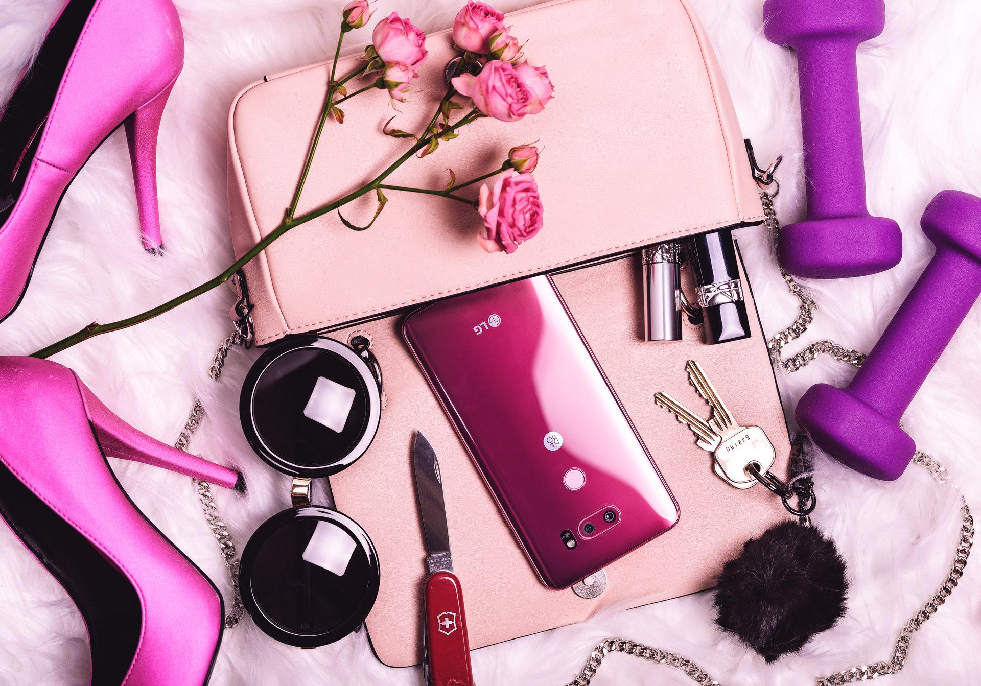 Odważny kolor dla kobiet z charakterem - LG V30 Raspberry Rose po raz pierwszy w Polsce