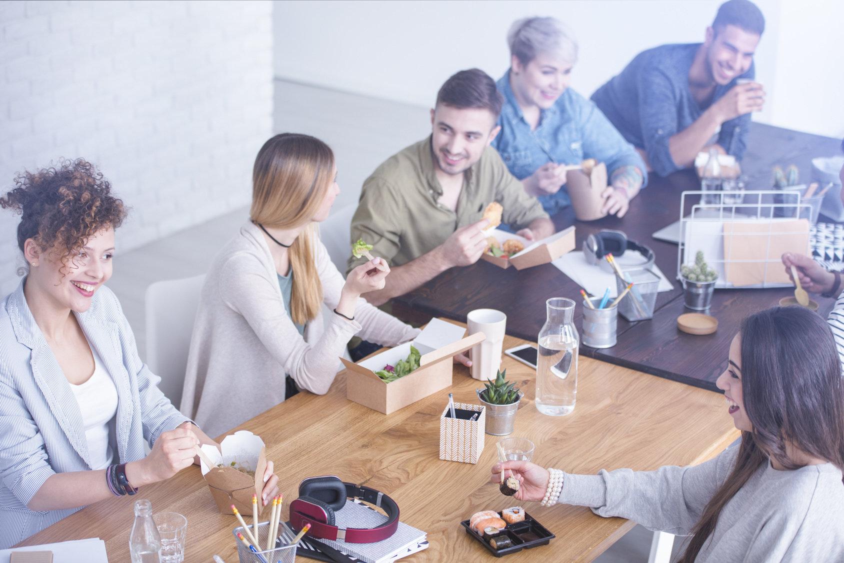 Wartościowy posiłek zwiększa efektywność pracownika o 25%