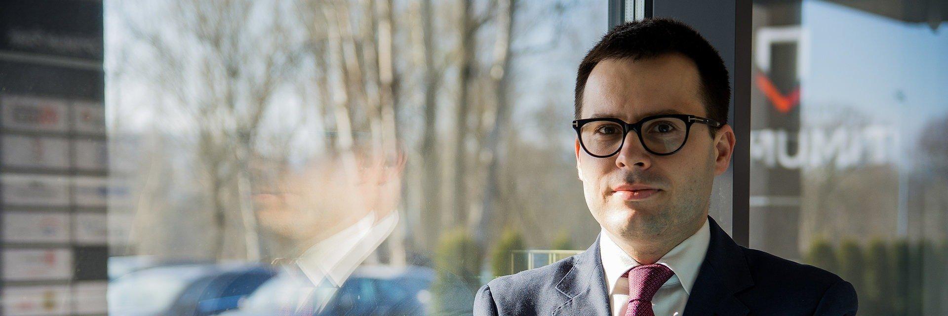Politologia: dr Robert Gawłowski
