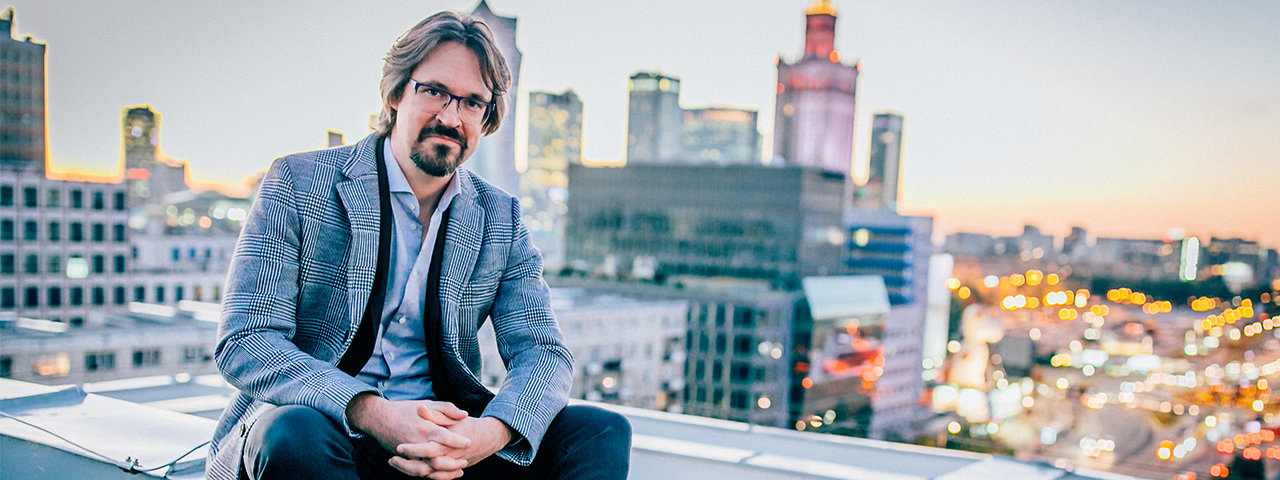Z Los Angeles na CreativeMornings we Wrocławiu. Mikołaj Stroiński wystąpi w Narodowym Forum Muzyki