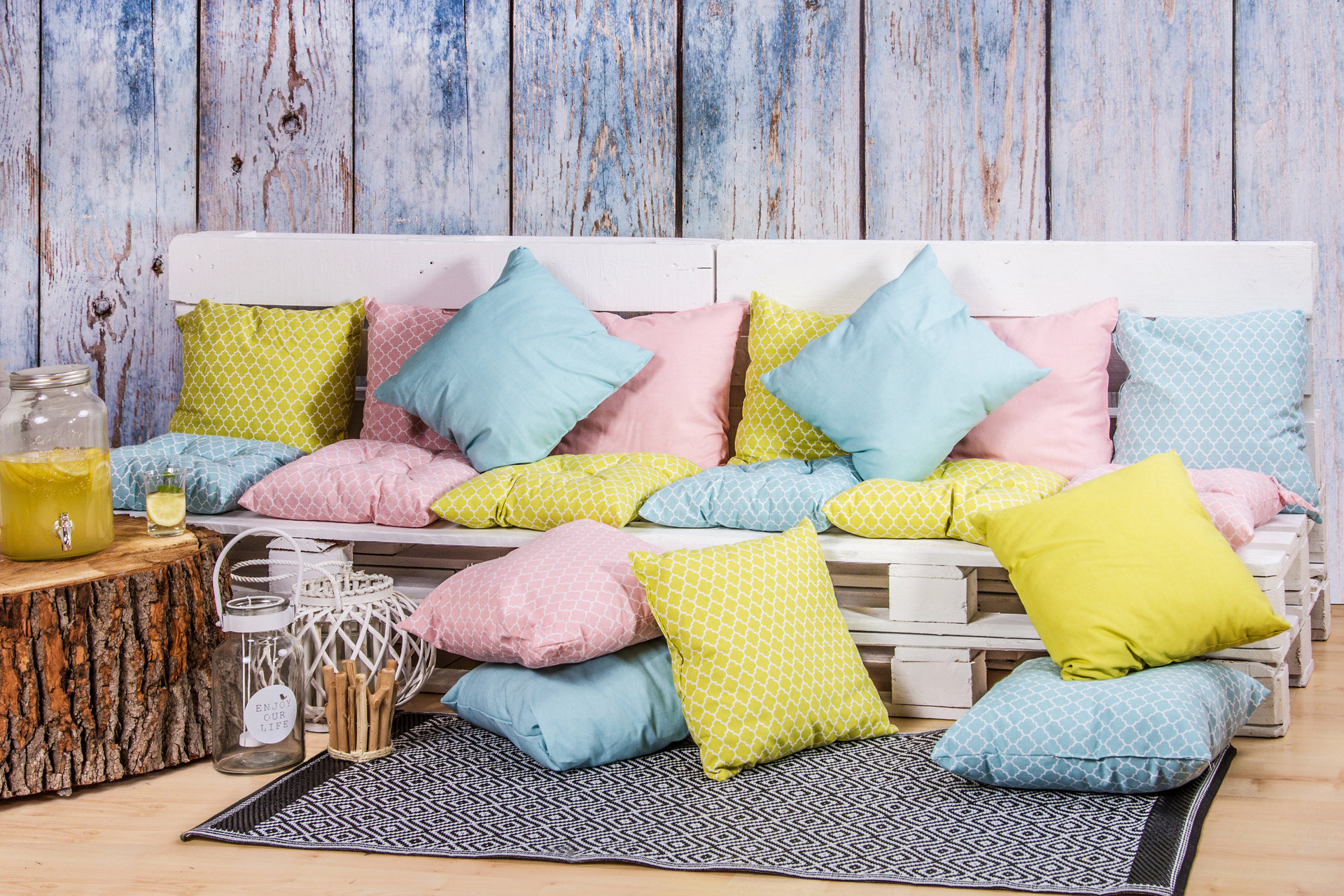 Odmień swoje mieszkanie na wiosnę przy pomocy dodatków w Twoim stylu