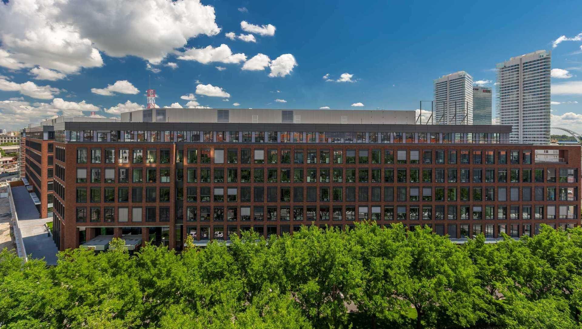 Grupa HB Reavis sprzedaje Twin City A w Bratysławie funduszowi PRF zarządzanemu przez IAD Investments
