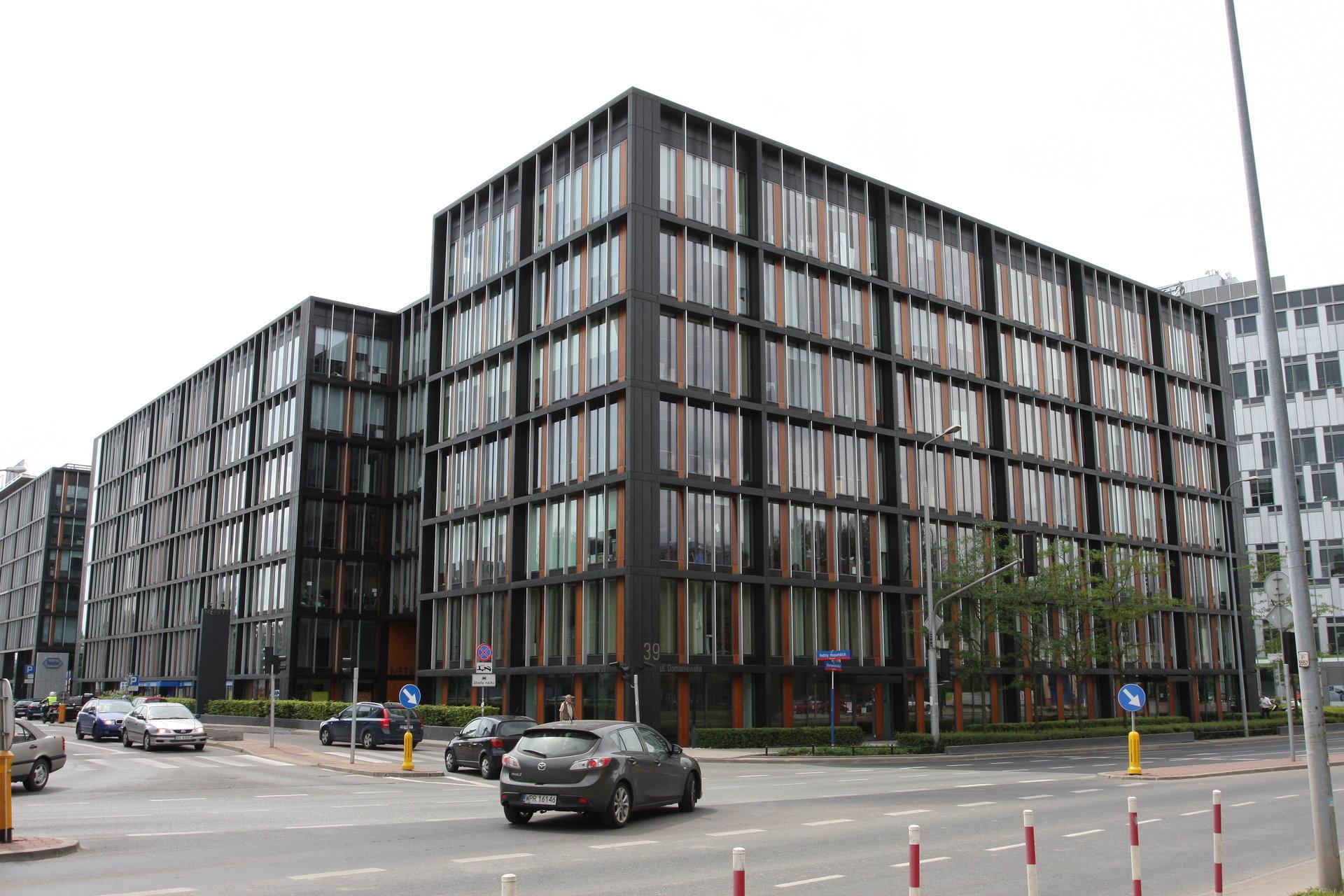 ECC Real Estate wchodzi do biurowca Topaz