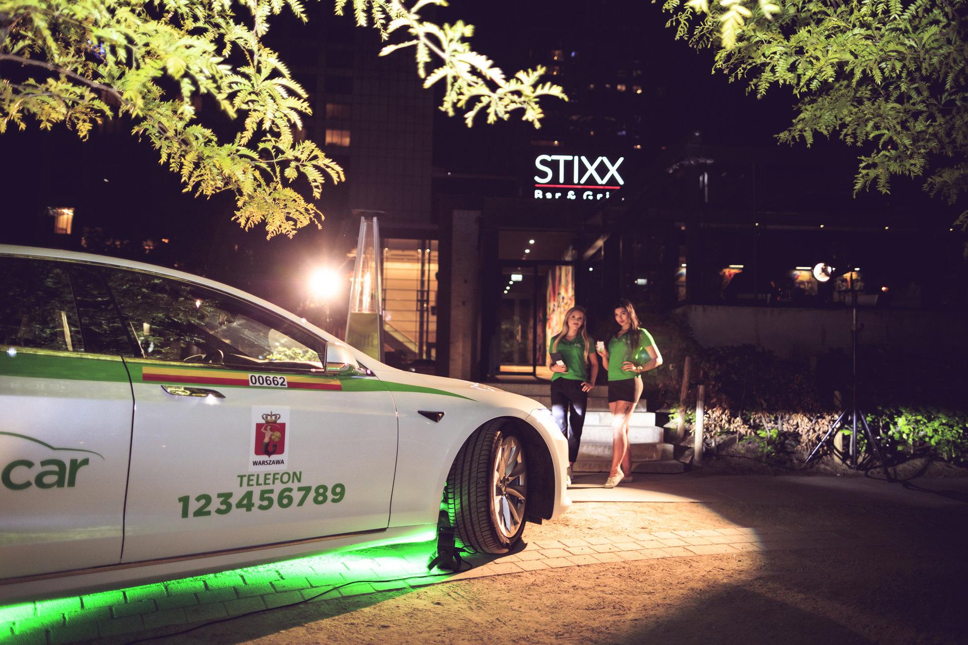 Kocham Warszawę! Tesla EcoCar na Pl. Europejskim