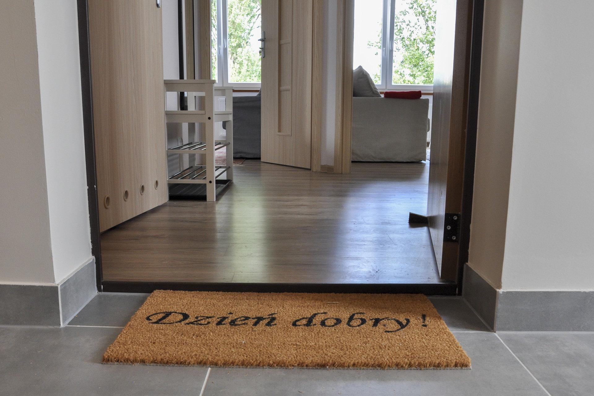"""IKEA pomogła umeblować 11 mieszkań dla młodzieży z domów dziecka. Podsumowanie projektu """"Oswoić dorosłość"""""""
