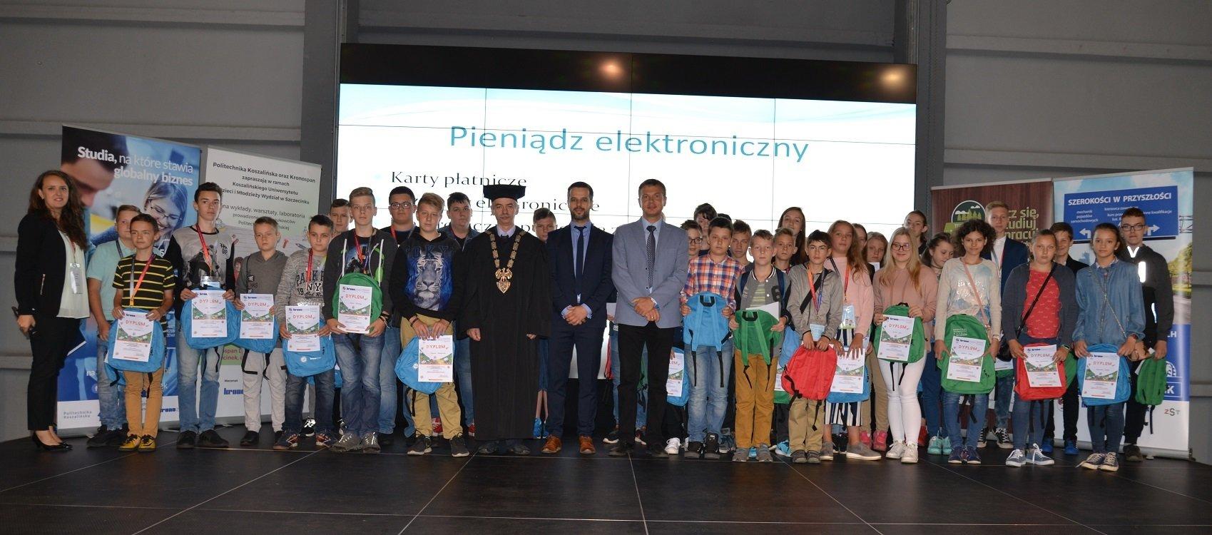Studenci uniwersytetu dziecięcego odebrali dyplomy