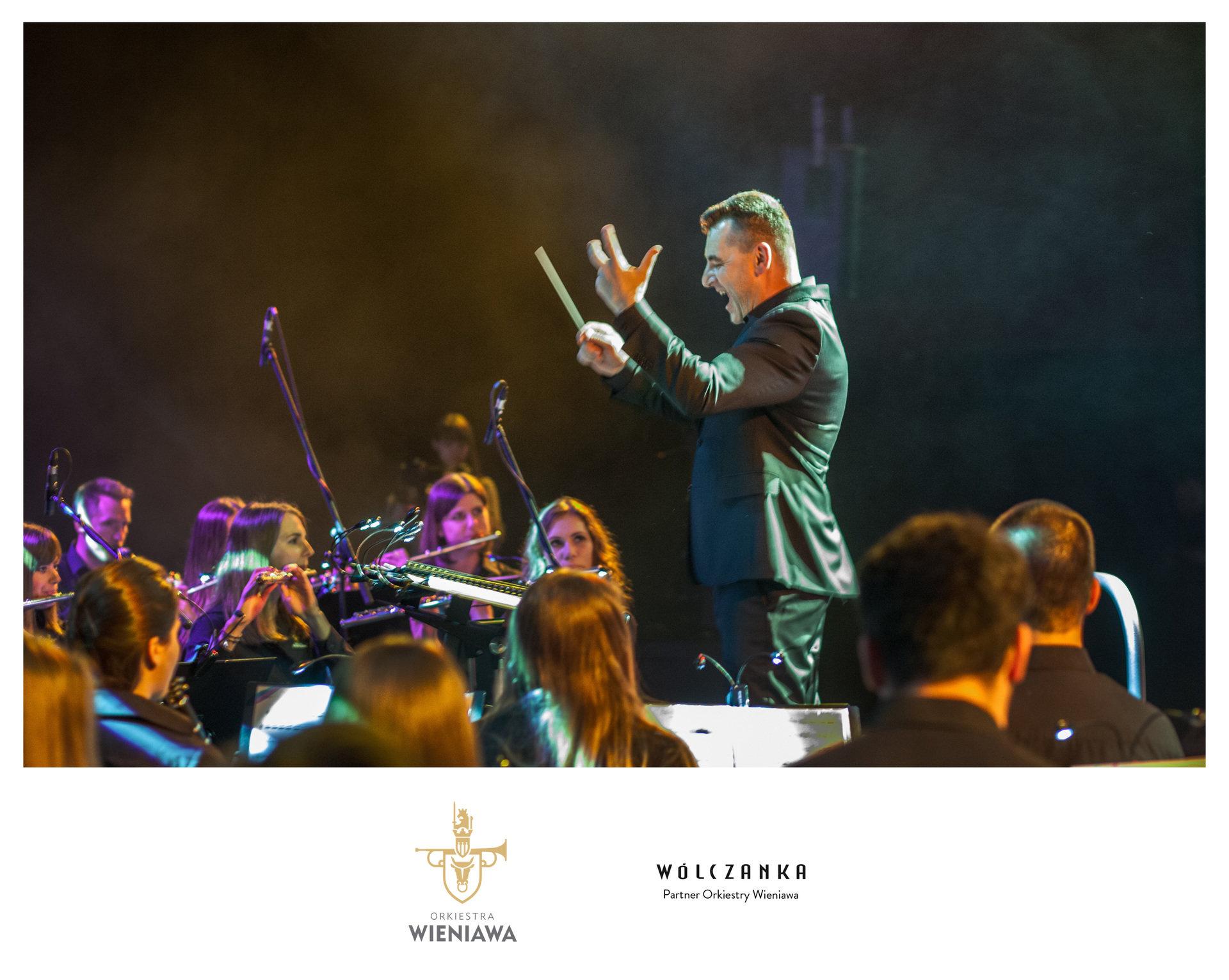 Orkiestra Wieniawa w koszulach od Wólczanki
