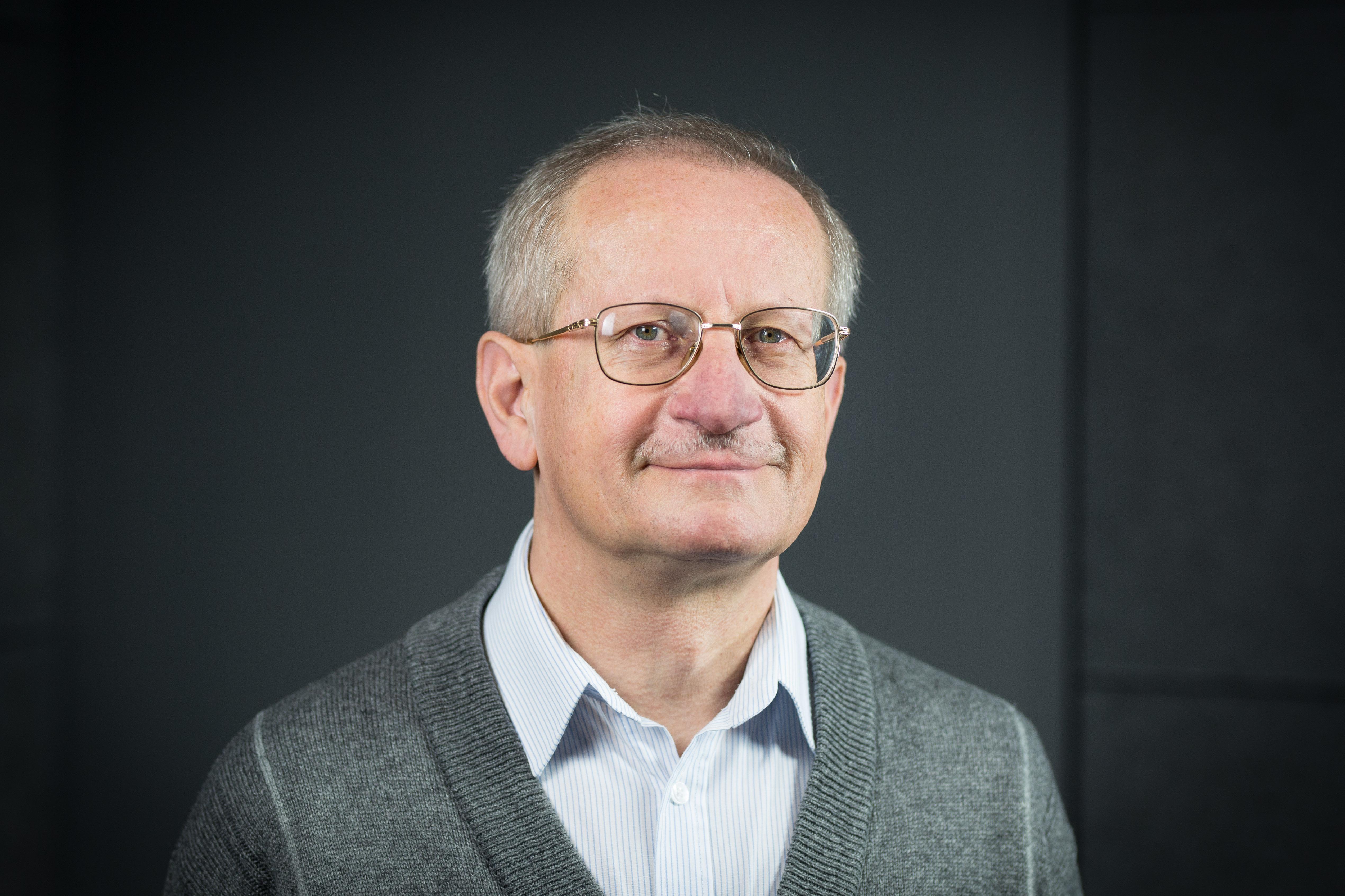 Prof. dr hab. Włodzimierz Bednarek - fizyka