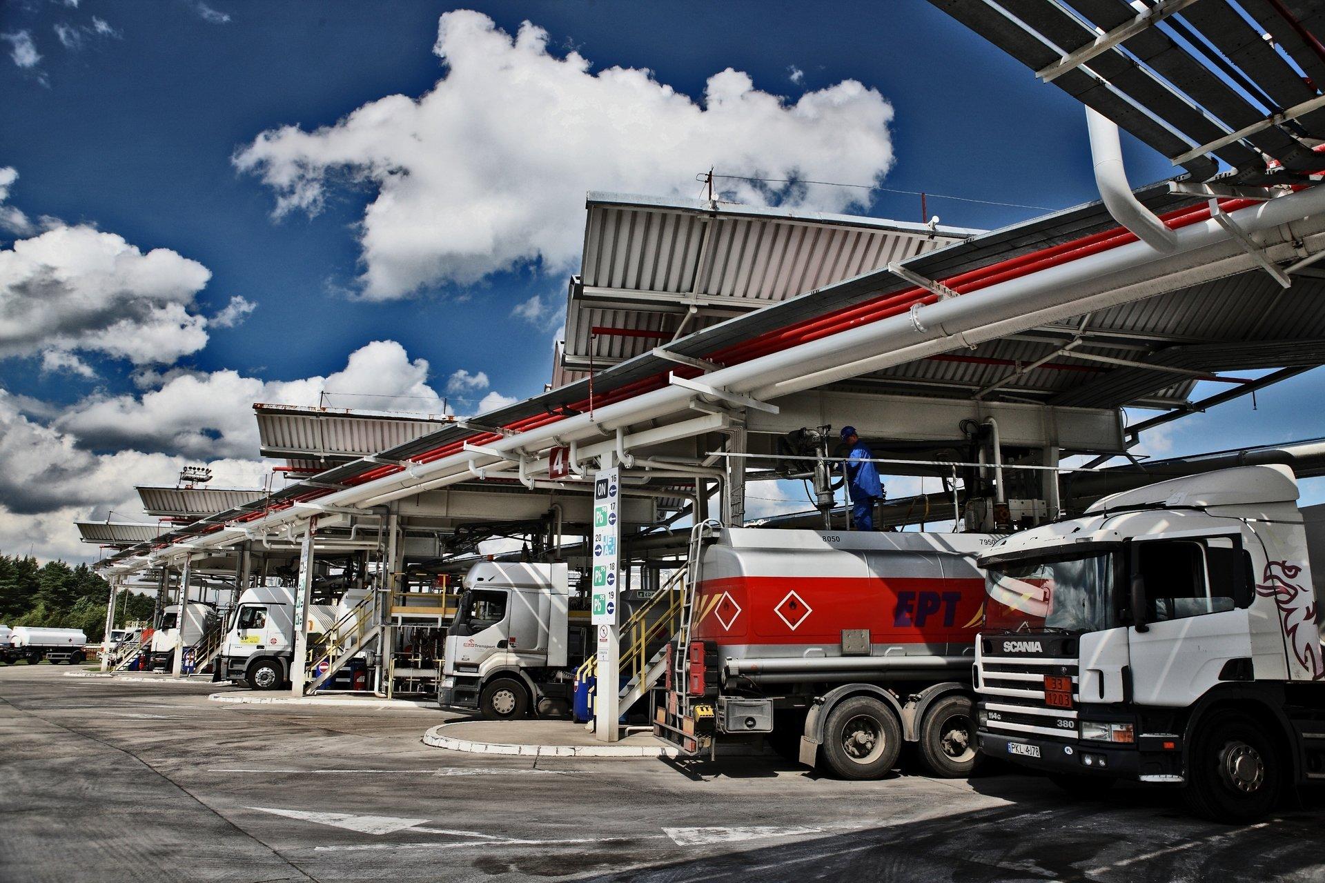 Pakiet paliwowy: PERN wciąż wydaje rekordowe ilości paliwa