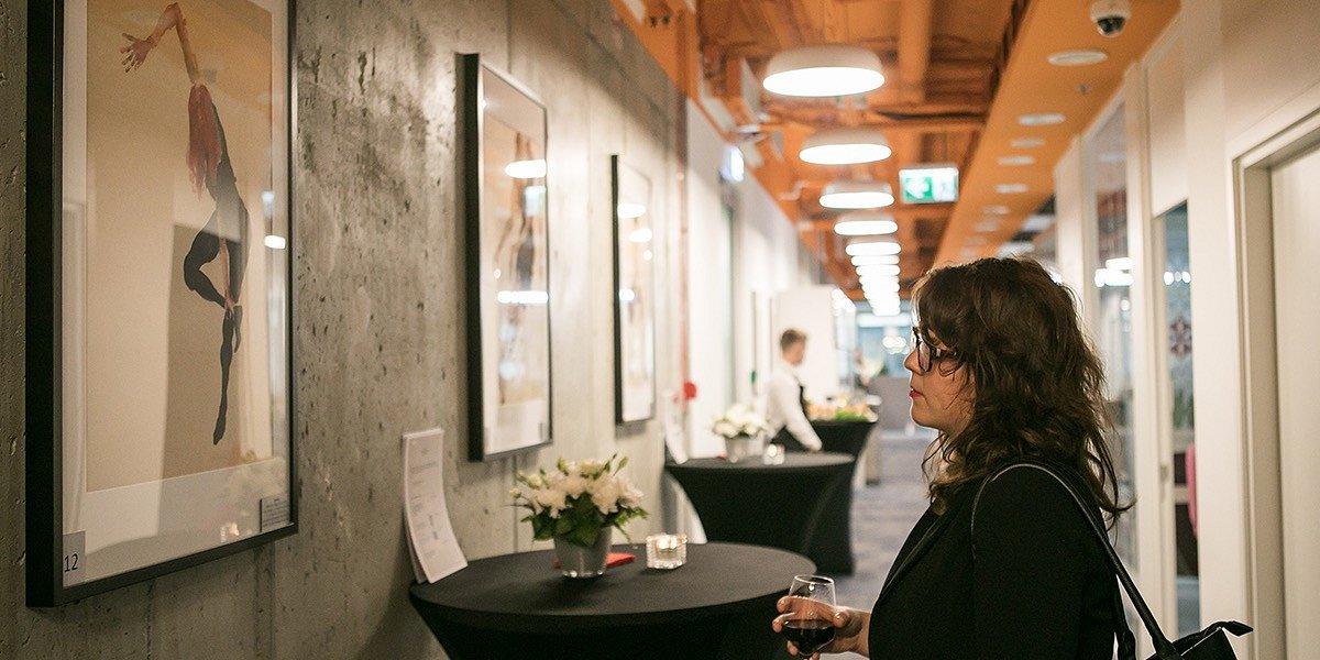 Sztuka w biurze redukuje stres i zwiększa kreatywność