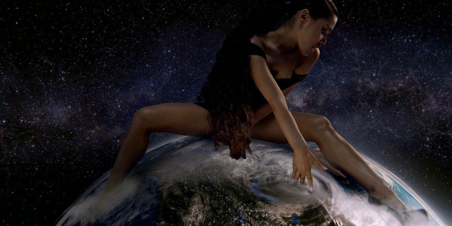 "Ariana Grande śpiewa ""God is a Woman"" w BBC"