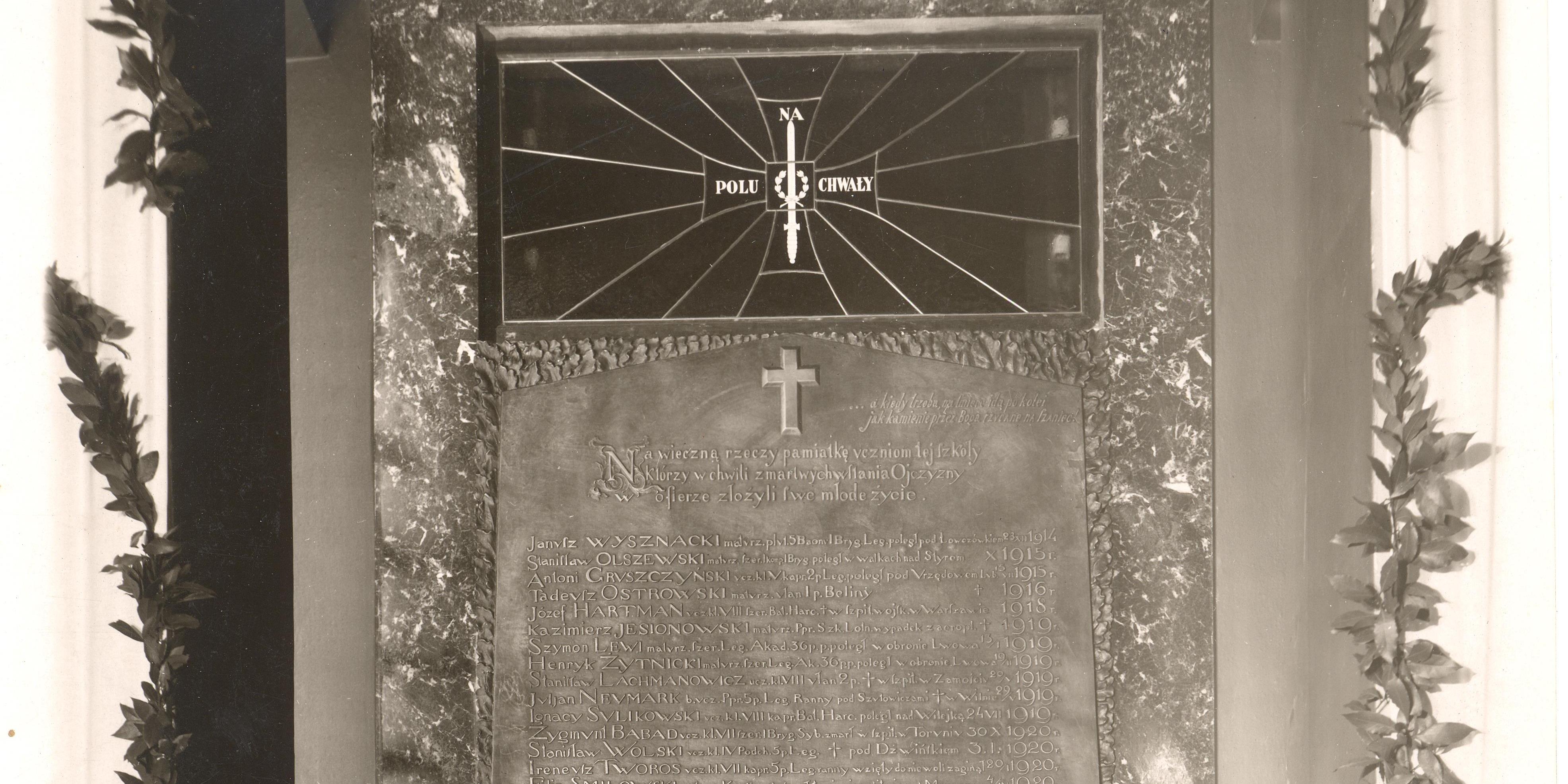 Uczniowie ginęli za Polskę - tablica pamięci w UŁ