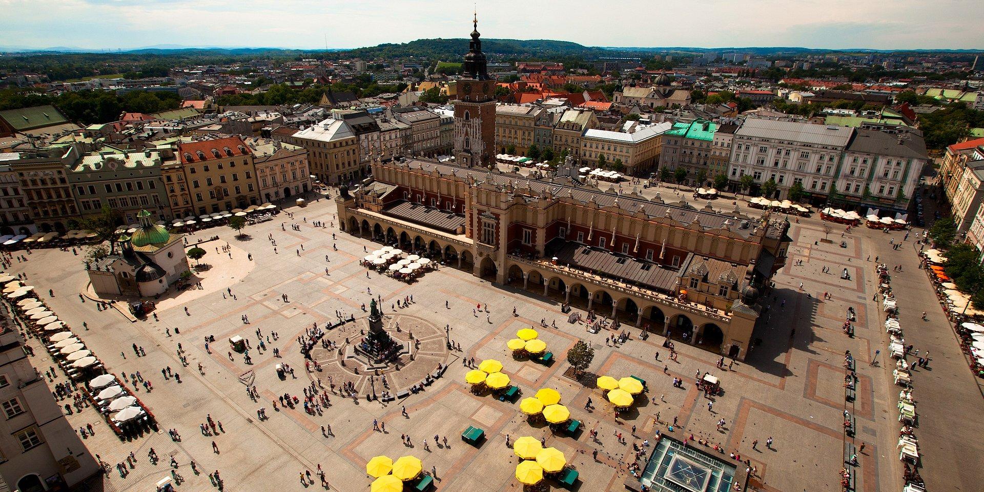 Krakowskie ulice handlowe to w niemal połowie restauracje i kawiarnie. Czy zakaz handlu w niedzielę zmieni uliczny krajobraz?