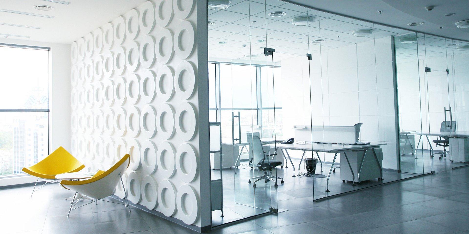 Biura rosną jak na drożdżach poza stolicą