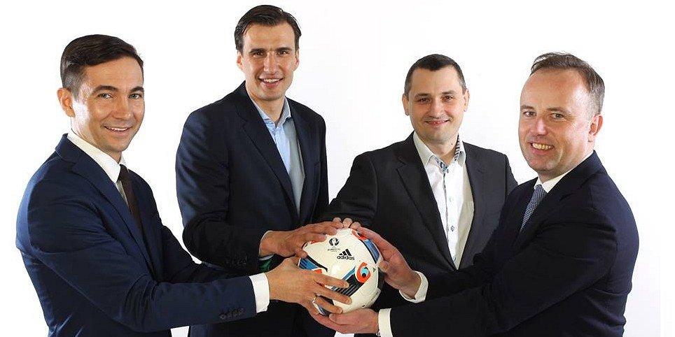 Jarosław Bieniuk wspiera biznes przyjaciół z klubu sportowego
