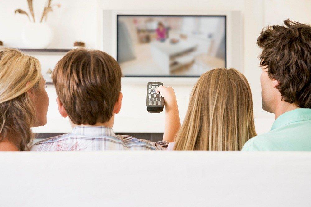 Jak prawidłowo oświetlić przestrzeń przy telewizorze?