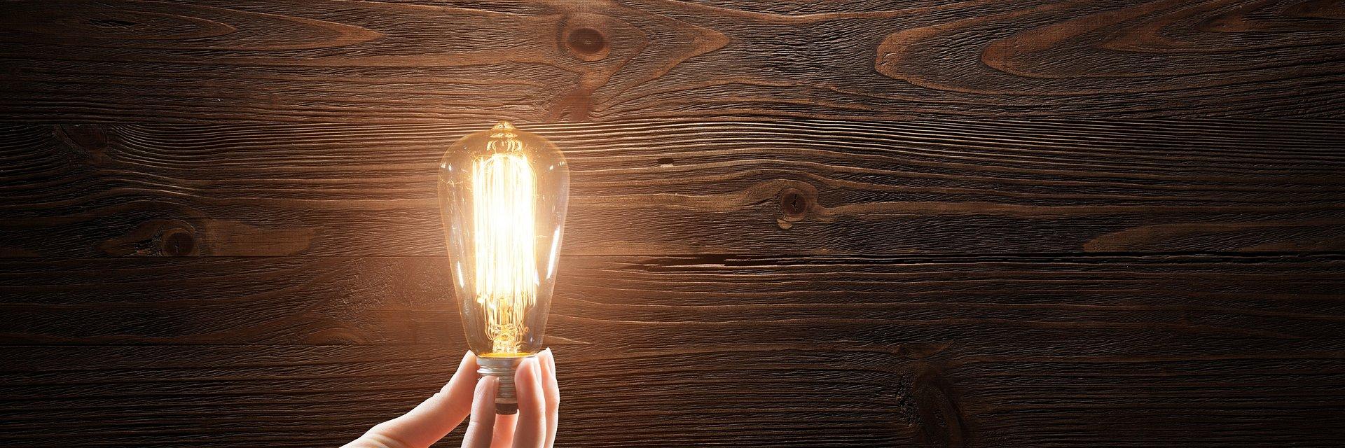 Oświetlenie techniczne – gdzie użyć świetlówkę liniową tradycyjną, a gdzie LED?