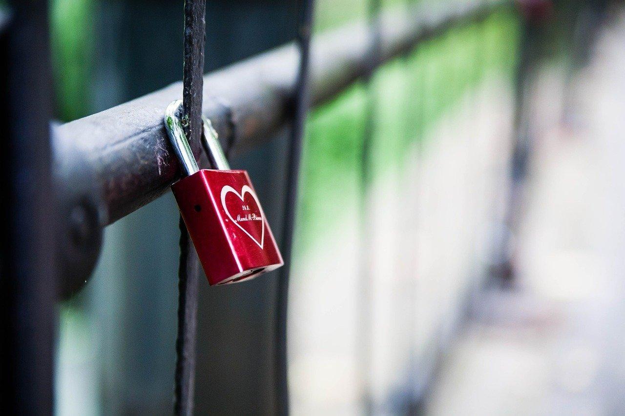 Polacy w walentynki: romantyczni i praktyczni
