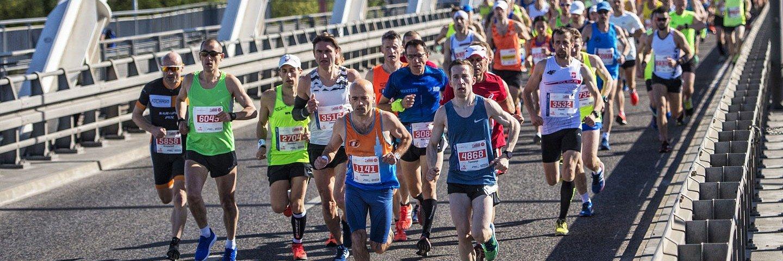 Warszawa znów zmieni się w stolicę biegania. Ruszyły zapisy na ORLEN Warsaw Marathon.