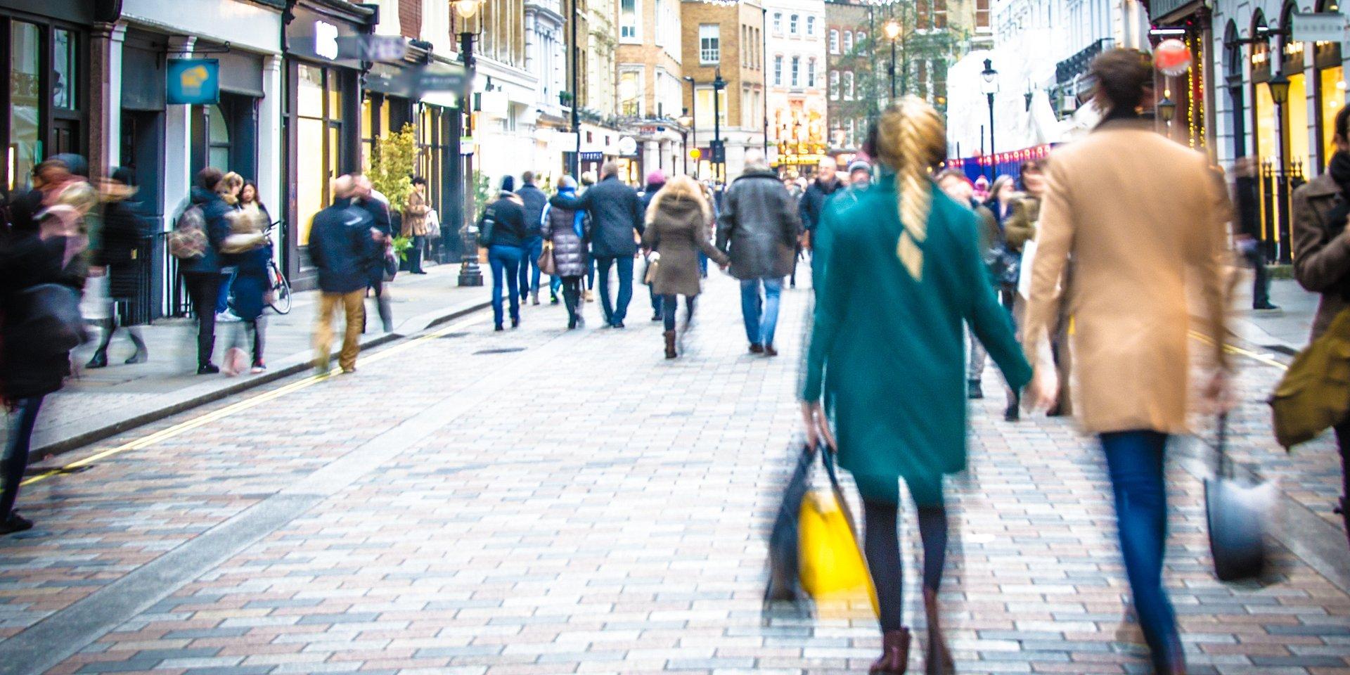 """Nowy Świat najbardziej prestiżowym adresem w Polsce. Ranking CBRE """"TOP10 high streets"""" pokazuje, gdzie wybrać się na luksusowe zakupy i dobrze zjeść"""