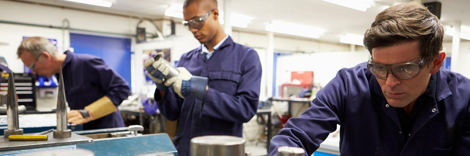 Produkcja przemysłowa z największym zapotrzebowaniem na ręce do pracy