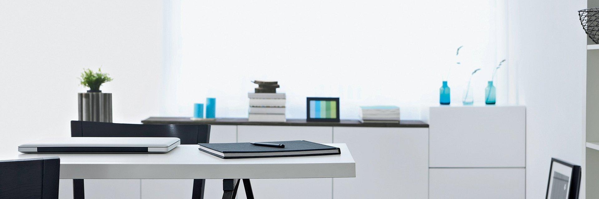 """""""W biurze jak w domu"""" – trendy w aranżacji miejsca pracy"""