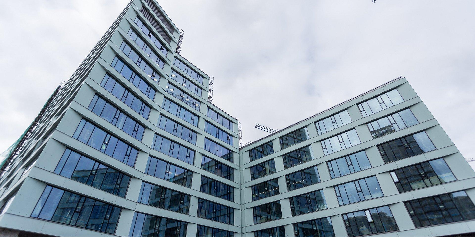 Browary Warszawskie odżywają na nowo: budynek Biur przy Bramie gotowy do użytku