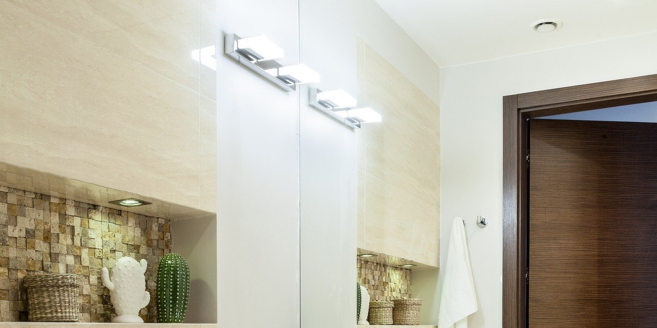Jak oświetlić małą łazienkę?