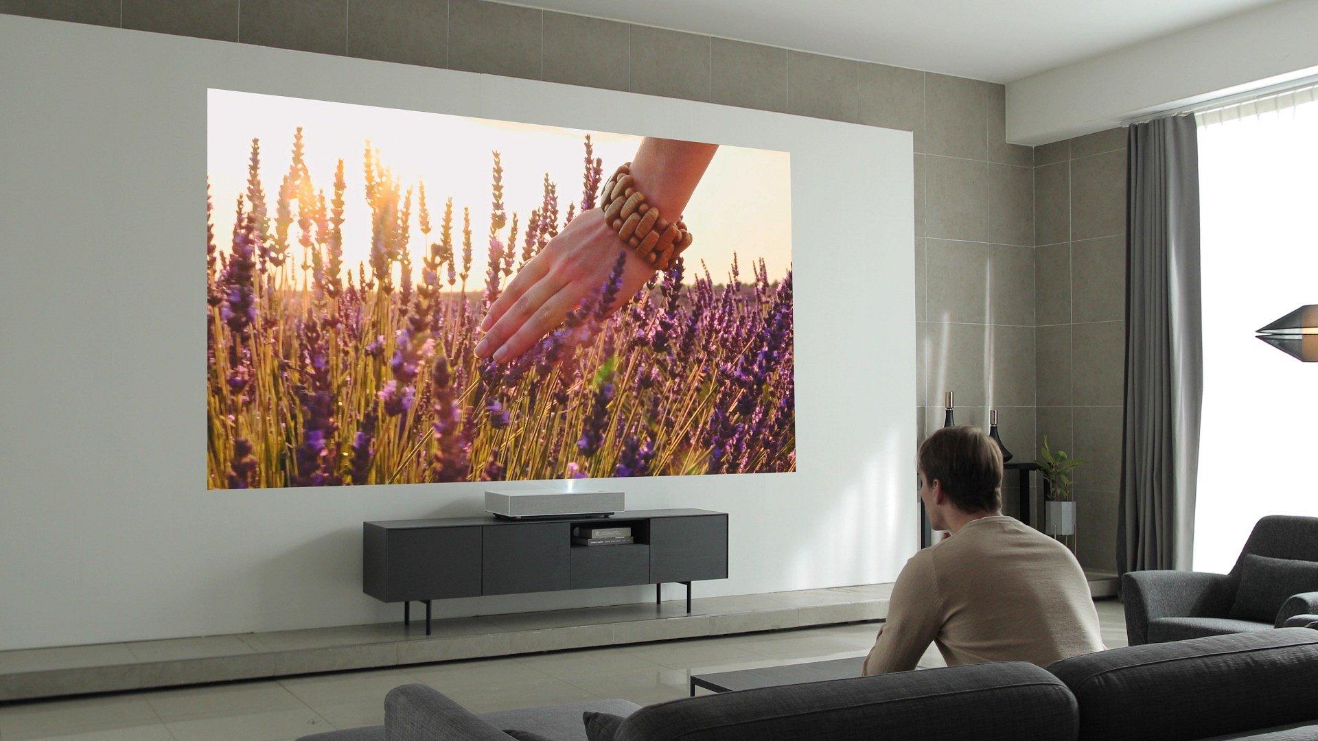 CES 2019: Niesamowity projektor CineBeam Laser 4K. Tylko 5 centymetrów od ściany i aż 90 cali obrazu