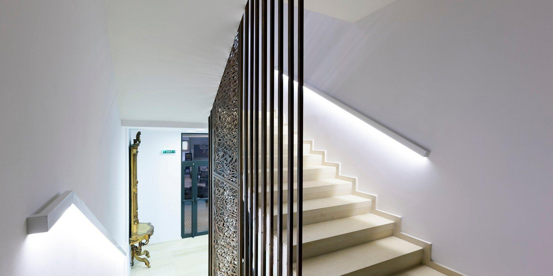 Jak niekonwencjonalnie podkreślić schody taśmą LED?
