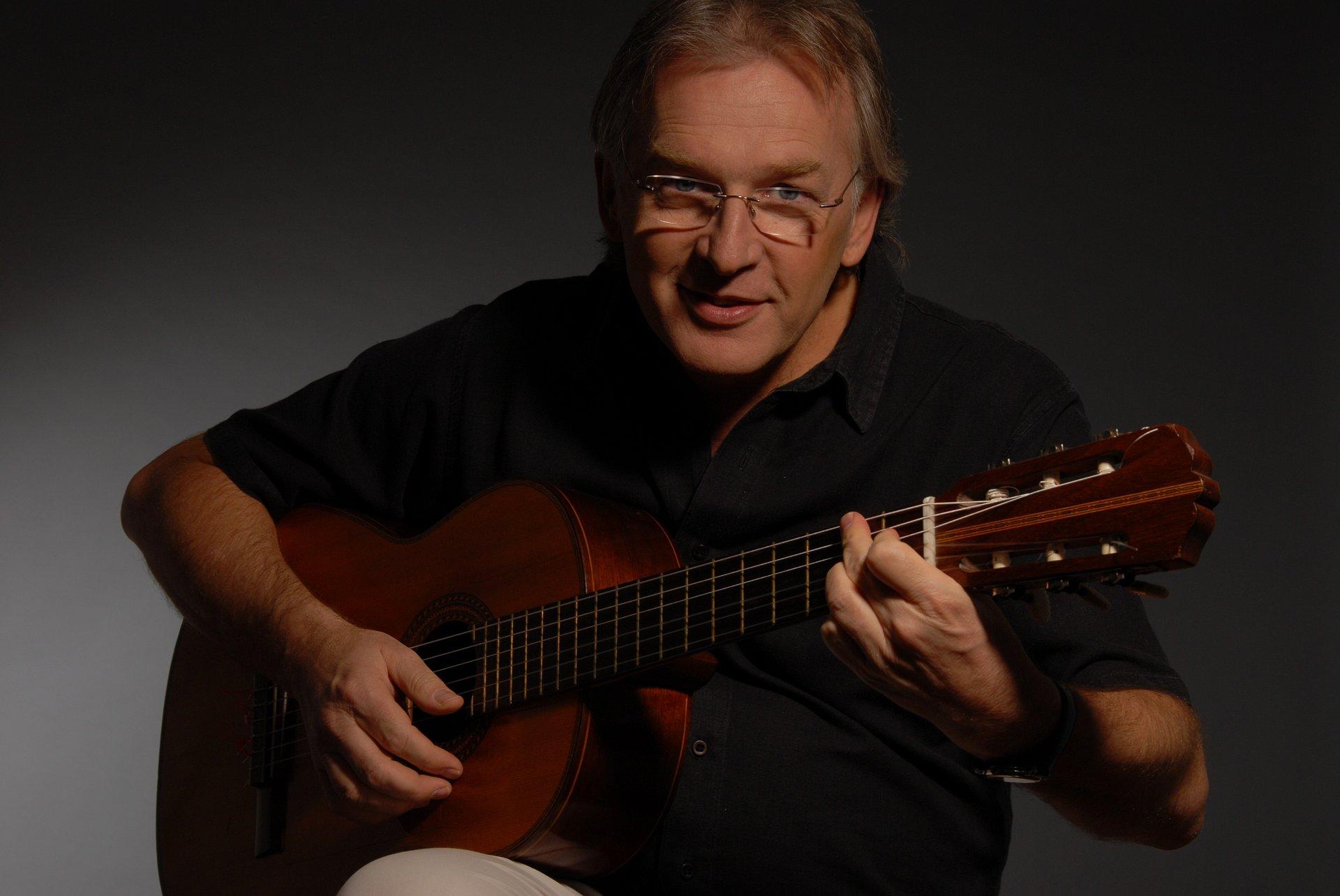 El cantautor Luis Pescetti regresa a la CDMX y estará acompañado por la banda de músicos de la Escuela del Rock a la Palabra