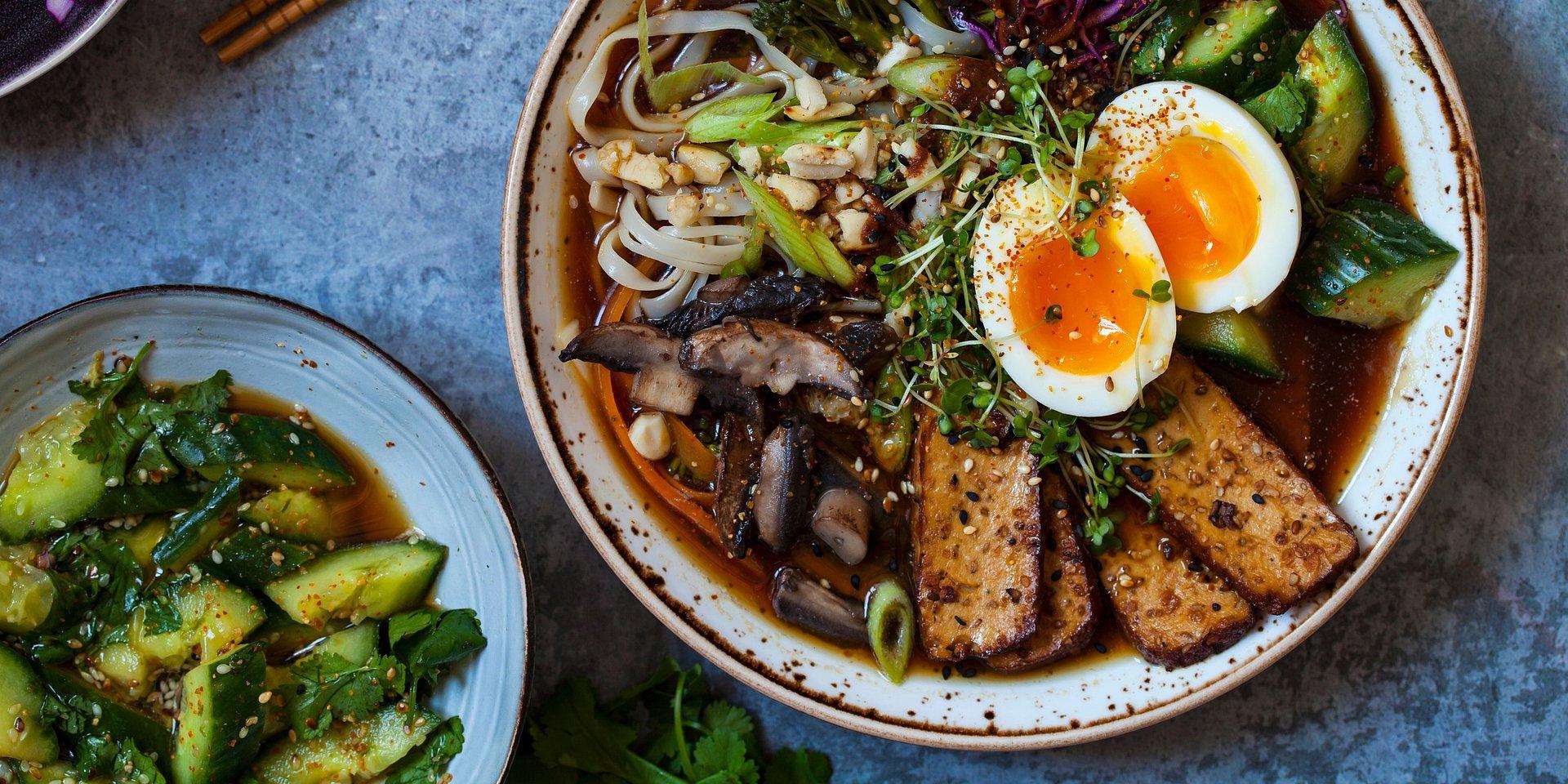 Ramen, miso czy zupa pho? Orientalne zupy, których jeszcze nie próbowałeś