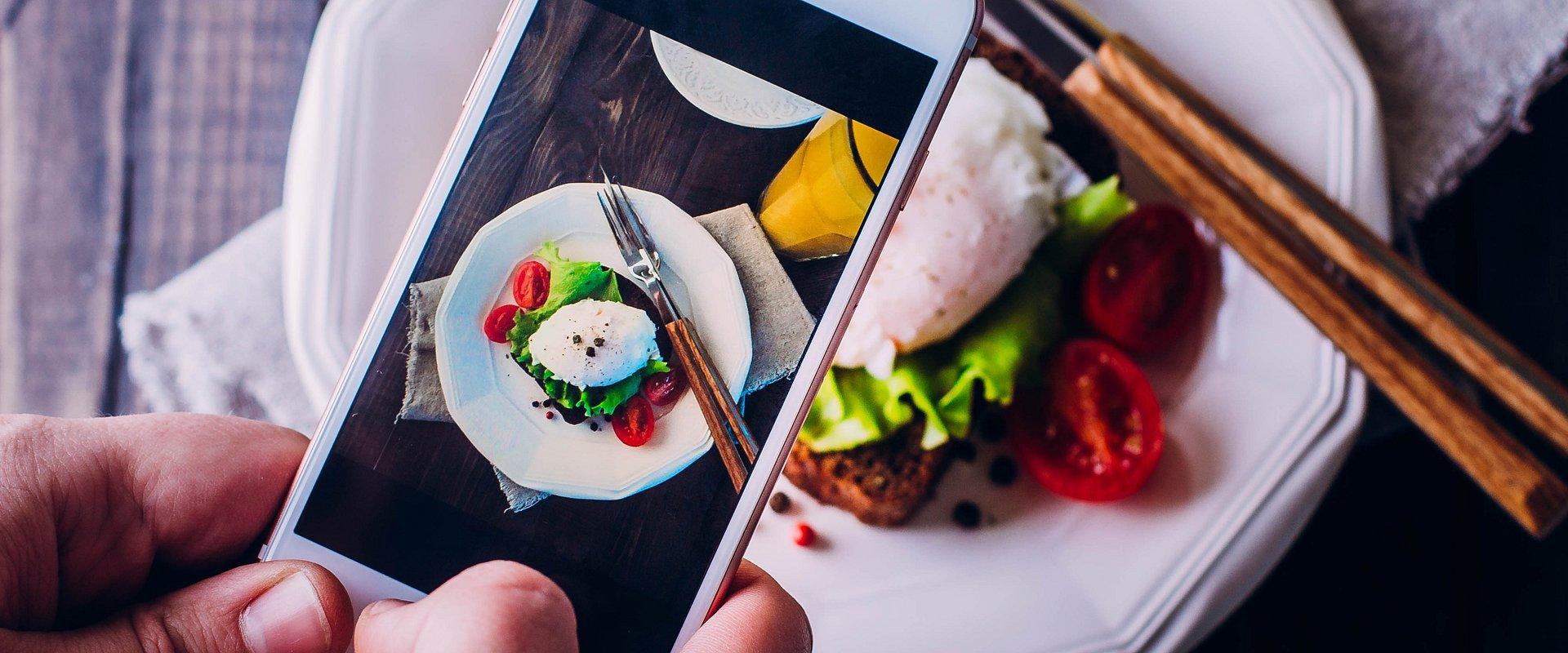 Z talerza na Instagram. Jak fotografować jedzenie?