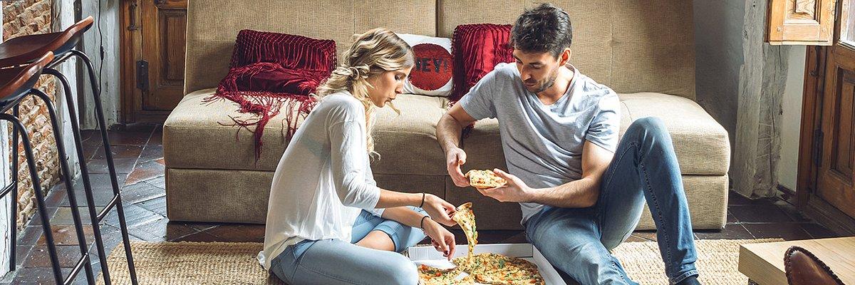 Światowy Dzień Powolności 2019. Zaproś przyjaciół, zamów jedzenie przez PizzaPortal.pl i ciesz się spokojnym popołudniem świętując powolność