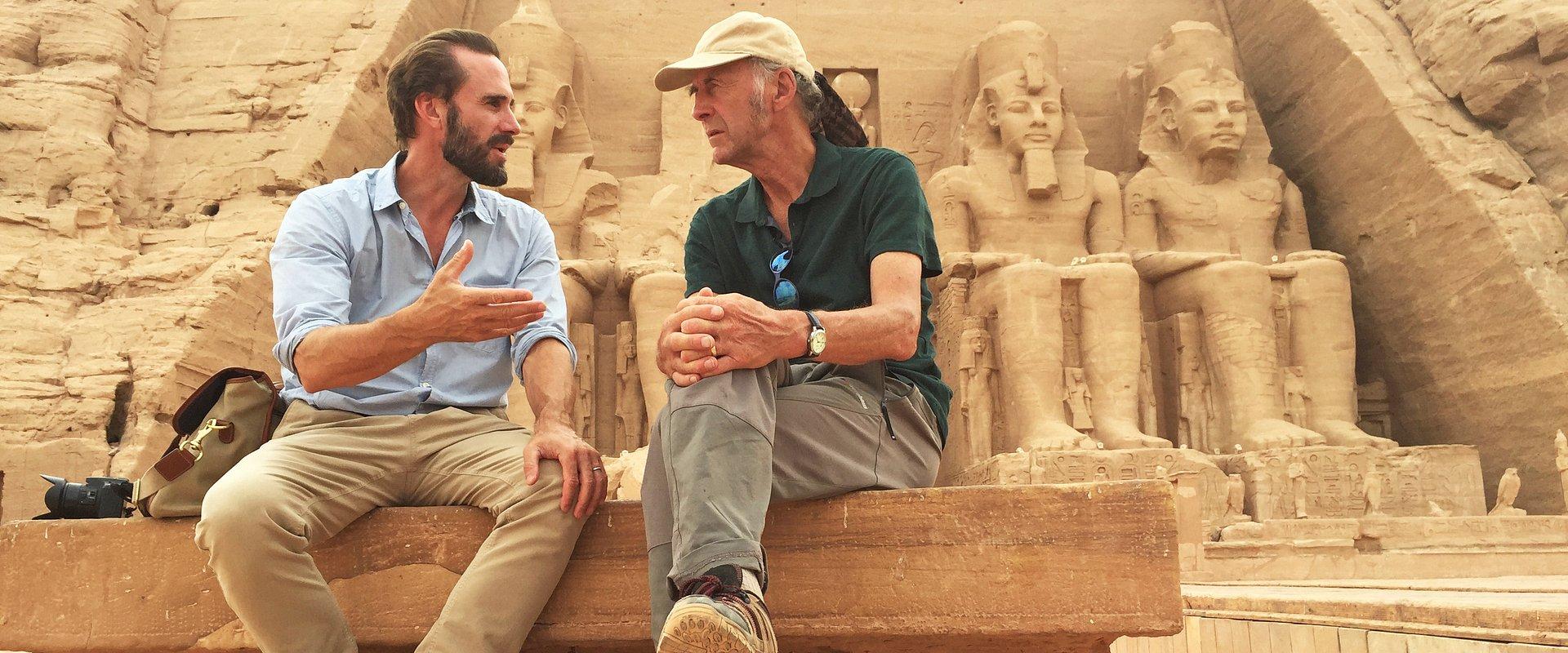 """Joseph Fiennes w starciu z wężami, mumiami i… legendą kuzyna-odkrywcy. Sławny podróżnik i hollywoodzki aktor ruszają na """"Wielką egipską wyprawę"""""""