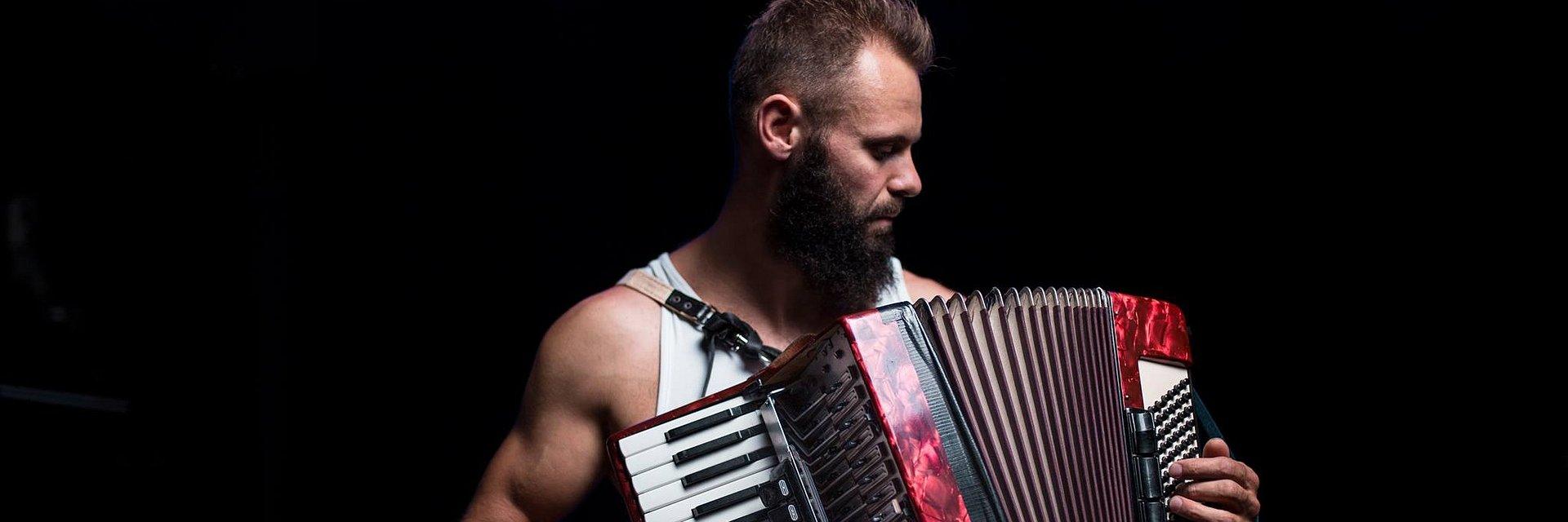 Artysta, którego inspiruje wolność, zagra na Małej Scenie 25. Pol'and'Rock Festival.