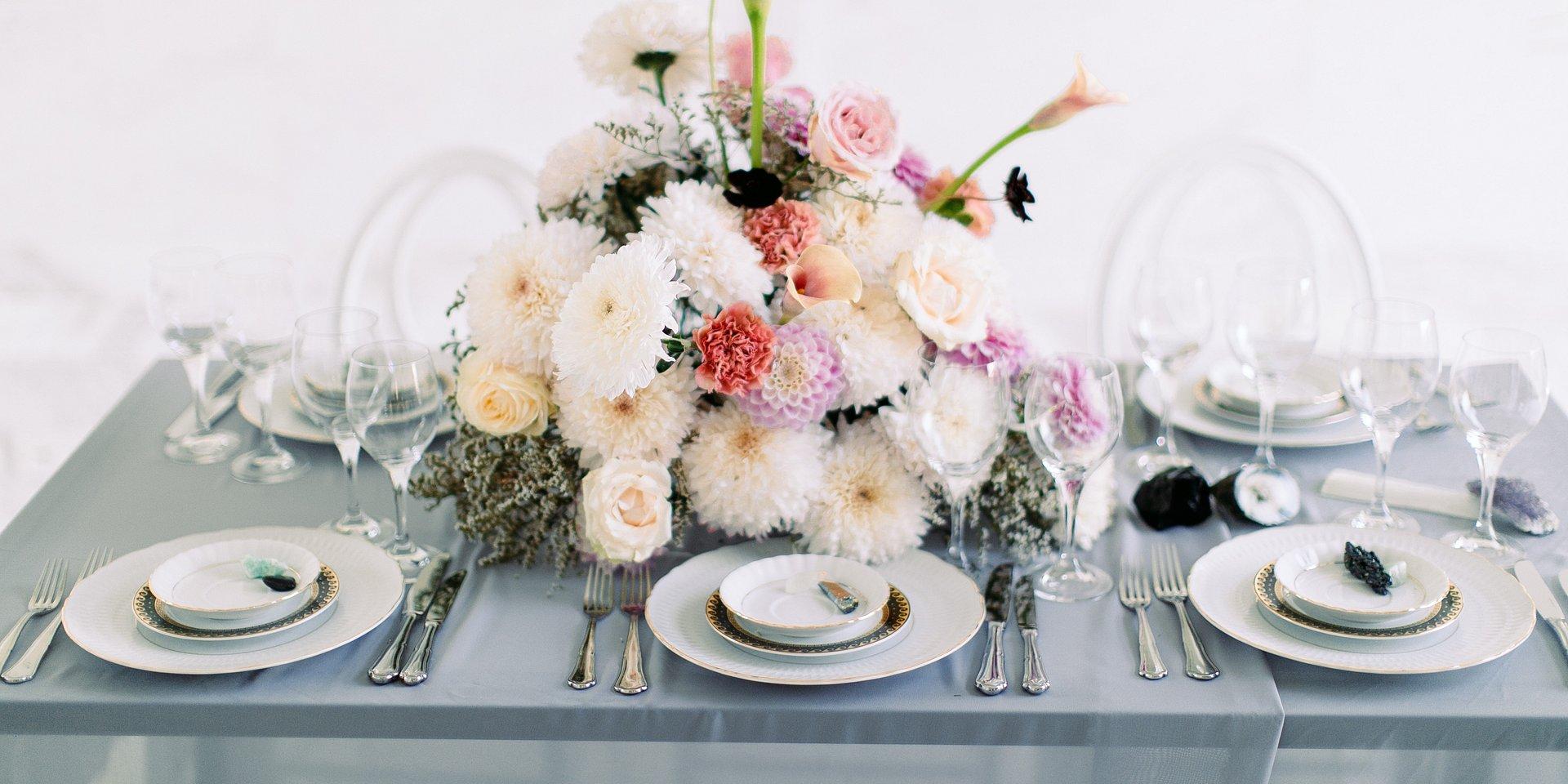 Weselny stół w stylu glamour