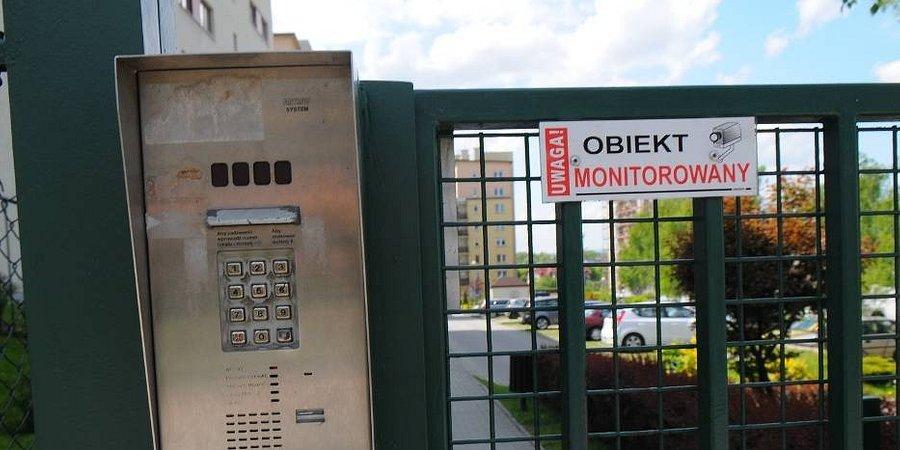 """Koniec z grodzonymi osiedlami w Krakowie? Nowa uchwała ma pomóc walczyć z """"enklawami"""""""