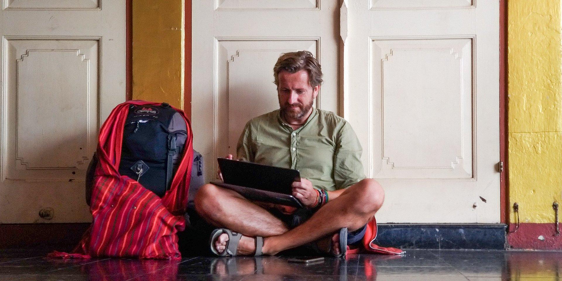 ODERWANE MIEJSCE PRACY i mój laptop w podróży