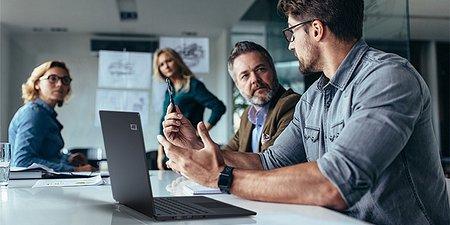 Biznesowy notebook Acer TravelMate z serii P6 z baterią o długiej żywotności. Waży zaledwie 1,1 kg