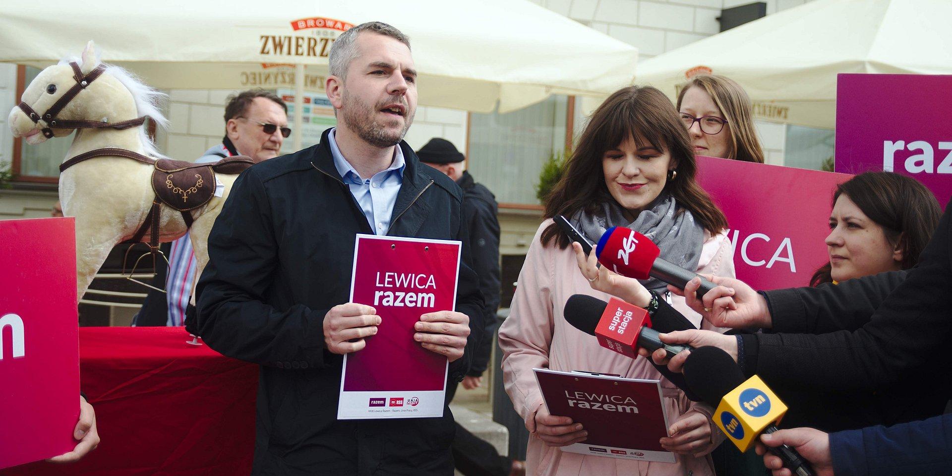 Lewica Razem: Tusk to nie książę na białym koniu, który pokona PiS
