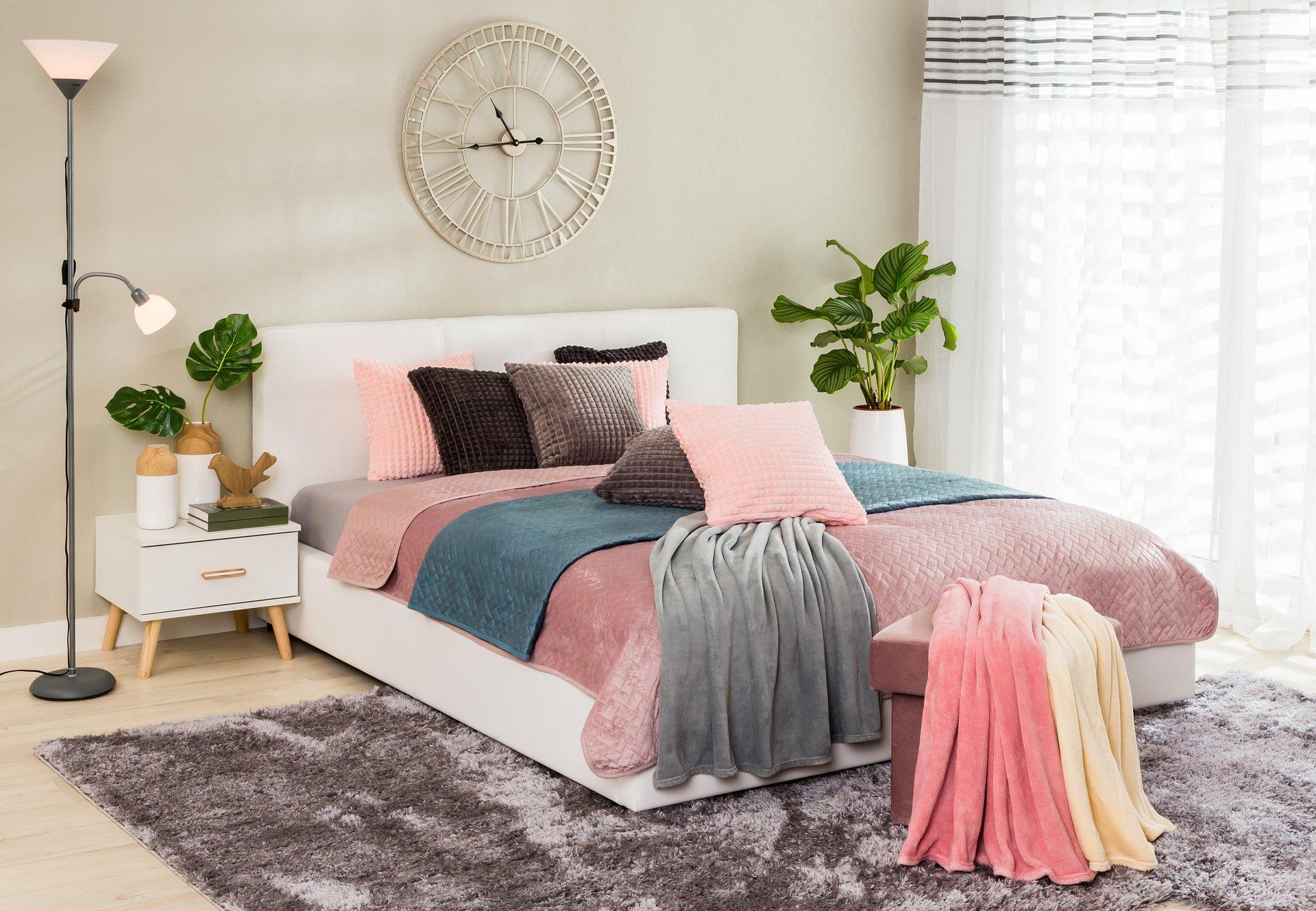 Wiosenne dekoracje w sypialni - najmodniejszy trend tego sezonu!