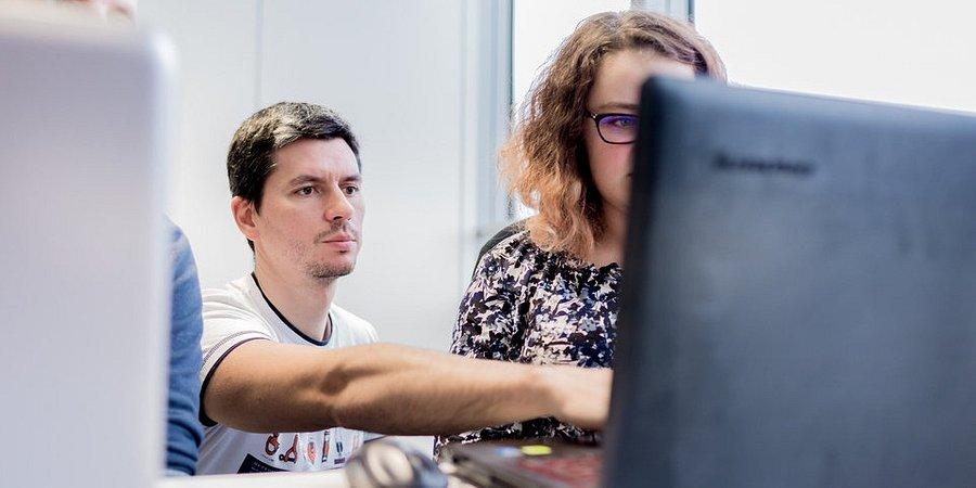 Samowykluczenie kobiet w IT