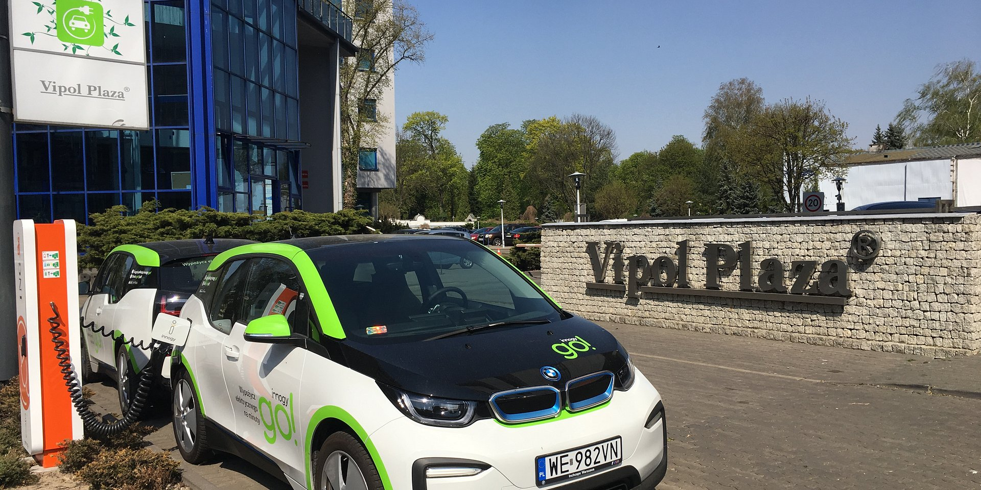 Vipol Plaza with electric car sharing